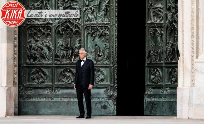 Andrea Bocelli - Milano - 12-04-2020 - Andrea Bocelli, il concerto nel Duomo di Milano deserto