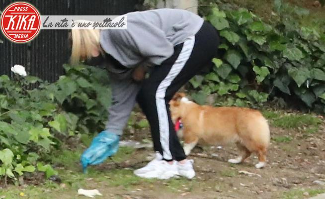 Sophie Turner, Joe Jonas - Encino - 20-04-2020 - Sophie Turner versione dogsitter ai tempi del Covid-19