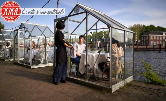 Serre separate - Amsterdam - 12-05-2020 - Mangiare fuori post Covid: in Olanda si cena nelle serre