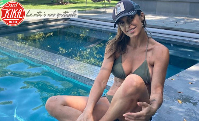Elisabetta Canalis - 13-05-2020 - Coronavirus, spiaggia oppure no? Le star sono già in costume