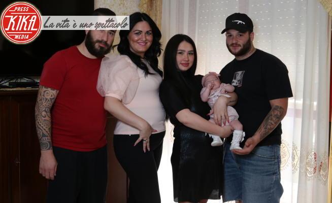 28-05-2020 - Luigi e Isabella, 36 e 34 anni, sono diventati nonni di Aurora