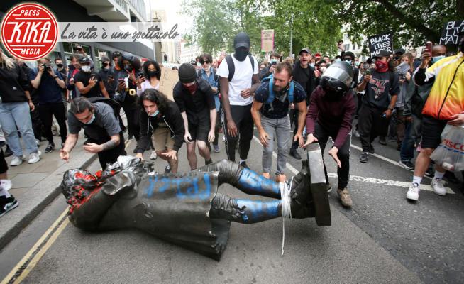 Edward Colston - Bristol - 07-06-2020 - Black Lives Matter: a Bristol Edward Colston finisce in acqua