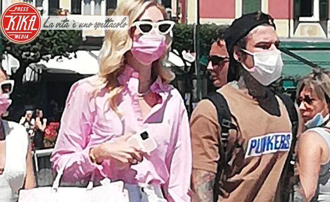 Fedez, Chiara Ferragni - Portofino - 22-06-2020 - Ferragnez, caduta di stile: ma sono le ciabattine dell'hotel?