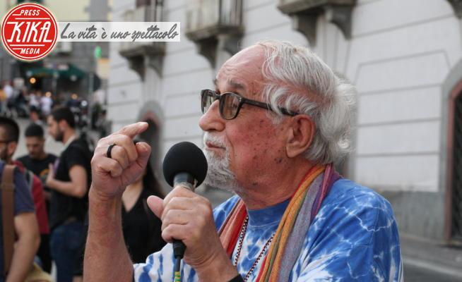Migranti, Protesta, Alex Zanotelli - Napoli - 19-06-2020 - Alex Zanotelli scende in piazza con i migranti