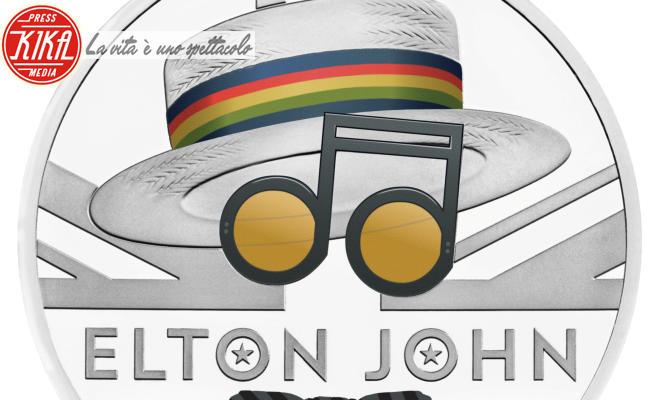 Moneta Elton john - 05-07-2020 - Elton John celebrato con una moneta da collezione
