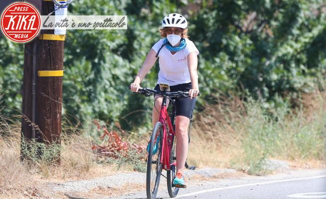 Isla Fisher - Los Angeles - 04-08-2020 - Chi si nasconde dietro casco e maschera?