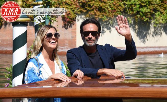 Anthony Delon, Sveva Alviti - Lido di Venezia - 02-09-2020 - Venezia 77, Sveva Alviti e Anthony Delon, amore a gonfie vele