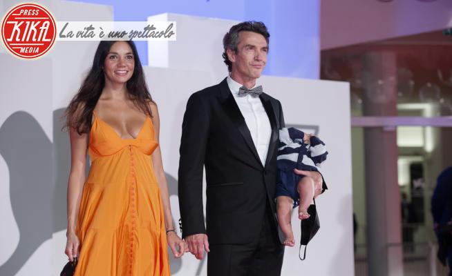 Lorenzo Boni, Nina Verdelli, Alessio Boni - Venezia - 07-09-2020 - Venezia 77: Alessio Boni, la prima volta sul red carpet col bebé