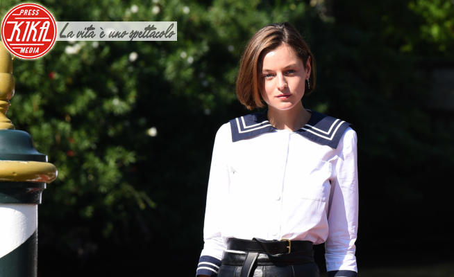 Emma Corrin - Lido di Venezia - 07-09-2020 - Venezia 77: Emma Corrin/Lady Diana per Miu Miu Women's Tales