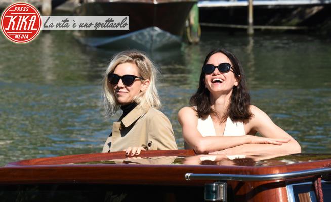 Vanessa Kirby, Katherine Waterston - Lido di Venezia - 09-09-2020 - Venezia 77: Vanessa Kirby/Katherine Waterston coppia d'oro