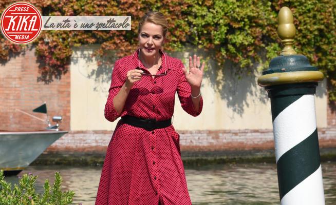 Claudia Gerini - Lido di Venezia - 10-09-2020 - Claudia Gerini a pois, Ludivine Sagnier in minigonna