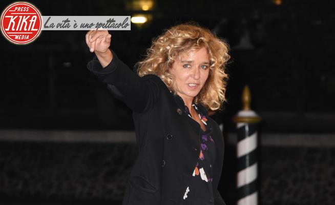 Valeria Golino - Lido di Venezia - 10-09-2020 - Venezia 77, l'arrivo di Valeria Golino in laguna