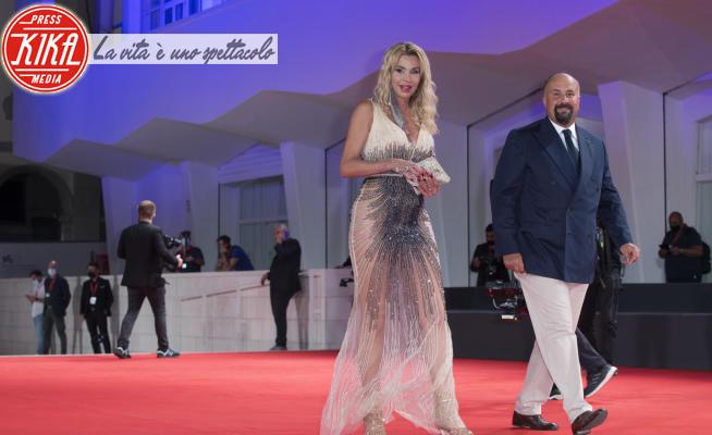 Valeria Marini - Venezia - 11-09-2020 - Venezia: Valeria Marini, trasparenze sul red carpet di 30 coins