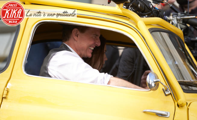 Hayley Atwell, Tom Cruise - Roma - 09-10-2020 - Mip 7, Tom Cruise alla guida della 500 vintage
