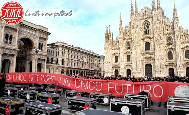 Bauii in piazza - Milano - 10-10-2020 - Bauli in Piazza, lavoratori dello spettacolo al Duomo di Milano