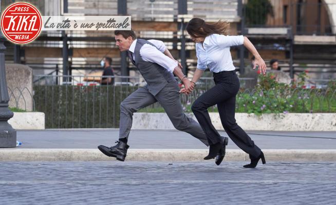 Hayley Atwell, Tom Cruise - Roma - 13-10-2020 - Tom Cruise al Colosseo: continuano le scene d'azione
