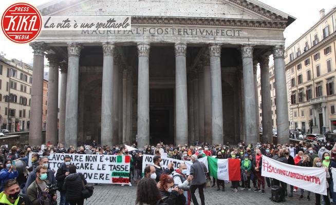 MANIFESTAZIONE DEGLI OPERATORI DELL SPORT E PROPRIETARI DI PALESTRE - Roma - 27-10-2020 - Lavoratori contro il DPCM: le proteste a Roma