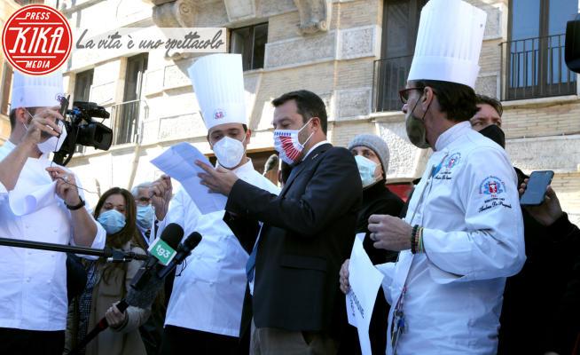 Matteo Salvini - Roma - 28-10-2020 - Roma: protestano i ristoratori, Salvini si intrufola!