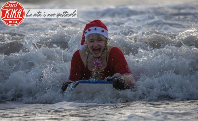 Santa Surf 2020 - Swansea - 19-12-2020 - Santa Surf: altro che slitta e renne... Babbo Natale è surfista!