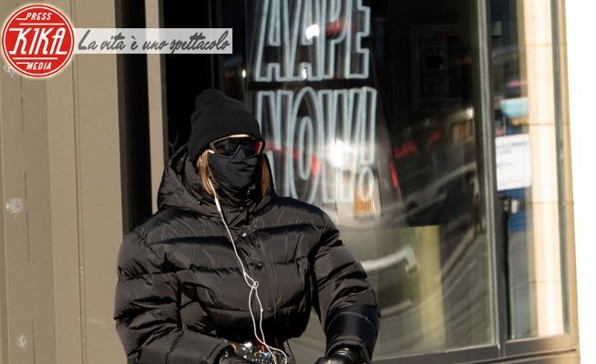 Gigi Hadid - New York - 12-01-2021 - Mamma in incognito! Chi si nasconde sotto la mascherina?