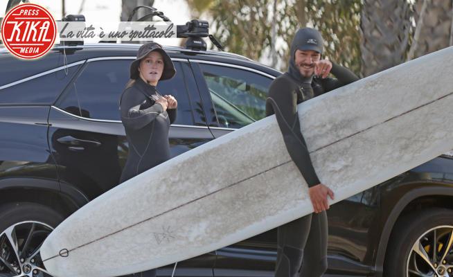 Leighton Meester, Adam Brody - Los Angeles - 15-02-2021 - Leighton Meester e Adam Brody, anniversario di nozze sul surf