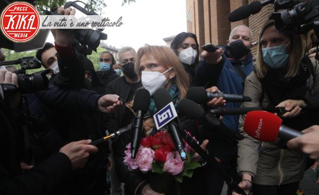 Rita Pavone - Milano - 27-04-2021 - Milano, in coda per rendere omaggio a Milva
