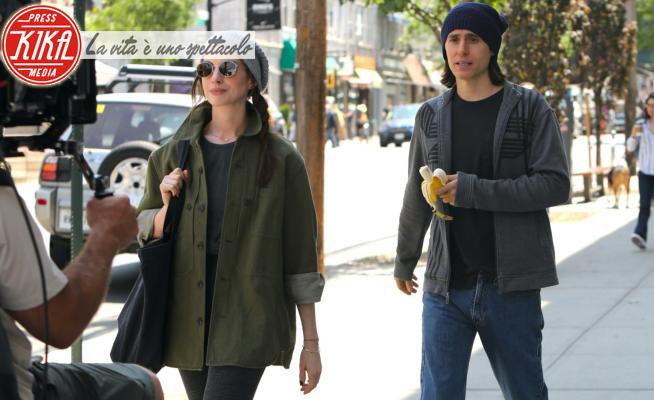 Jared Leto, Anne Hathaway - New York - 26-05-2021 - Jared Leto e Anne Hathaway, il set da Oscar di WeCrashed