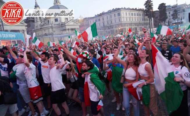 Tifosi italiani - Roma - 06-07-2021 - Azzurri in finale, la festa a Piazza del Popolo