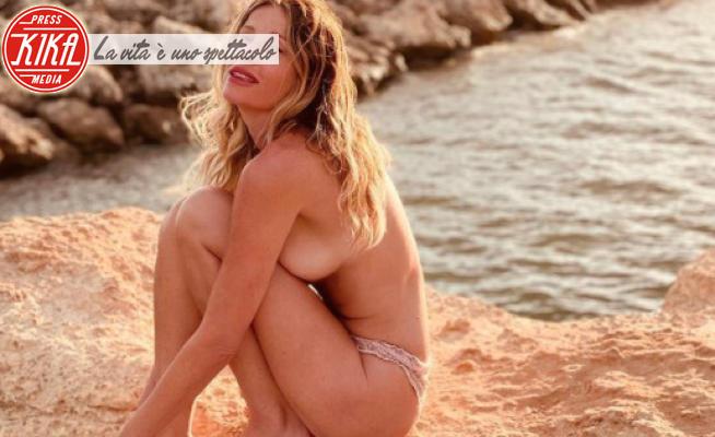 Alessia Marcuzzi - Milano - 19-07-2021 - Alza la temperatura ma non scatena contagi. Viva il topless!