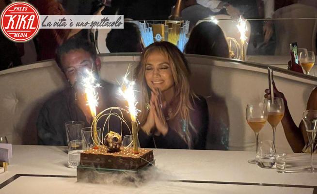 Jennifer Lopez, Ben Affleck - Saint Tropez - 26-07-2021 - Idillio estivo,  i Bennifer a cena all'Opéra di Saint-Tropez