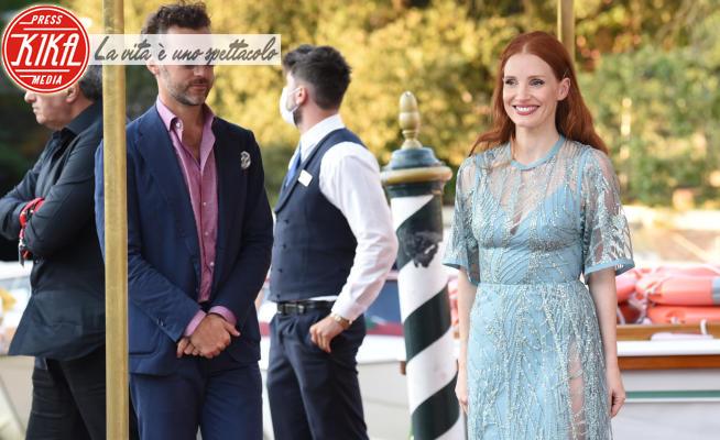 Gianluca Passi, Jessica Chastain - Venezia - 02-09-2021 - Venezia 78, i Passi, di lato, di Gianluca per Jessica Chastain