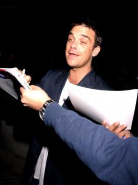 Robbie Williams - Robbie Williams in clinica, troppi farmaci