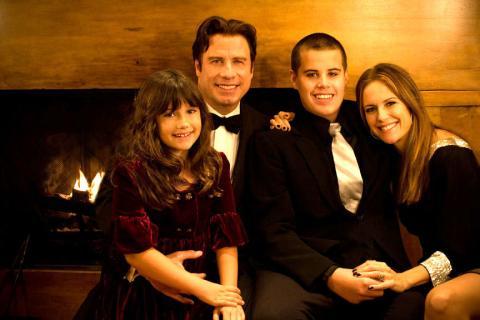 Travolta Family - Los Angeles - 05-01-2009 - John Travolta e' stato il primo a soccorrere il figlio Jett