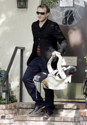Heath Ledger - Santa Monica - 02-02-2006 - Spetta a Matilda Ledger il Golden Globe di suo padre Heath