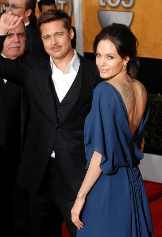 Angelina Jolie, Brad Pitt - Los Angeles - 25-01-2009 - Ai SAG Angelina Jolie stravolge la moda indossando il vestito al contrario