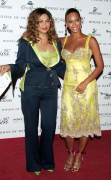 Tina Knowles, Beyonce Knowles - New York - 23-06-2005 - Matrimonio a sorpresa per la bella Beyonce e il cantante rap Jay Z