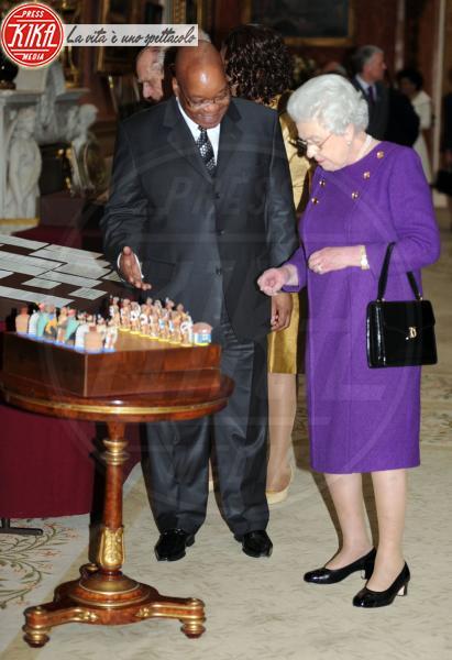 Jacob Zuma, Regina Elisabetta II, Principe Filippo Duca di Edimburgo - Elisabetta II, viola che vince non si cambia!