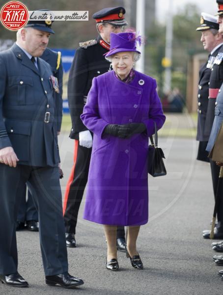 Regina Elisabetta II - Devon - 11-03-2010 - Elisabetta II, viola che vince non si cambia!