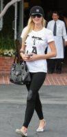 Paris Hilton - Los Angeles - 31-03-2010 - La casa di Paris Hilton va in fiamme