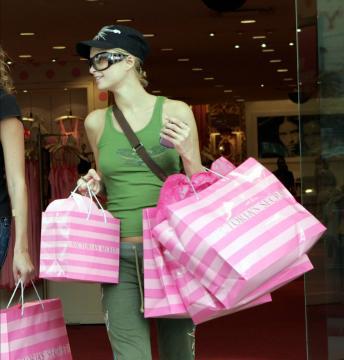 Paris Hilton - Beverly Hills - Paris Hilton snobba i regali sotto i 5000 dollari