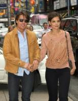 """Katie Holmes, Tom Cruise - New York - 22-06-2010 - Katie Holmes: """"Tom mi regala tutti i giorni rose"""""""