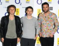 Dominic Howard, Christopher Wolstenholme, Matthew Bellamy, Muse - Londra - 02-07-2010 - Matt Bellamy conferma la relazione con Kate Hudson