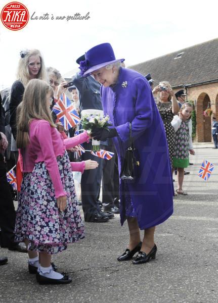 Regina Elisabetta II - 18-07-2010 - Elisabetta II, viola che vince non si cambia!
