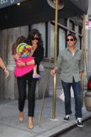 """Suri Cruise, Katie Holmes, Tom Cruise - New York - 07-09-2010 - Katie Holmes: """"Tom mi regala tutti i giorni rose"""""""