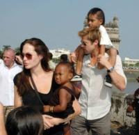 Angelina Jolie, Brad Pitt - Los Angeles - 24-01-2010 - Angelina Jolie e Brad Pitt passano il Natale in Namibia