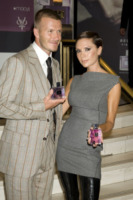 David Beckham, Victoria Beckham - New York - 30-09-2010 - David e Victoria Beckham 'litigano' da Ellen DeGeneres