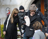 Knox Leon Jolie Pitt, Angelina Jolie, Brad Pitt - Venice - 12-03-2010 - Angelina Jolie e Brad Pitt passano il Natale in Namibia