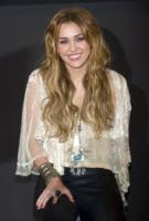 Miley Cyrus - Madrid - 05-11-2010 - Miley Cyrus vuole riunire la famiglia per i suoi diciotto anni