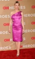 Renee Zellweger - Los Angeles - 21-11-2010 - La rivincita delle bionde in rosa shocking: le vip sono Barbie!