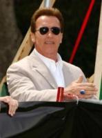 """Arnold Schwarzenegger - Westwood - Schwarznegger """"decapitato"""" dai suoi contestatori"""